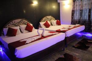 A bed or beds in a room at Hotel Palika