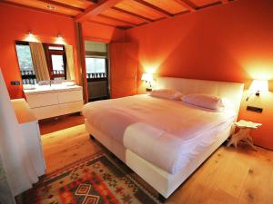 Een bed of bedden in een kamer bij Unique & Modern Constructed Villa in Apeldoorn with Jacuzzi