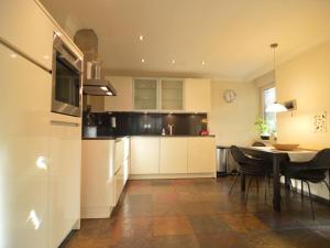 Een keuken of kitchenette bij Charming Villa in Venhorst with Sauna