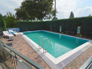 Het zwembad bij of vlak bij Lovely Holiday Home in Silvolde with Private Pool