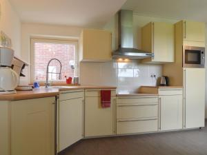 Een keuken of kitchenette bij Lovely Holiday Home in Silvolde with Private Pool