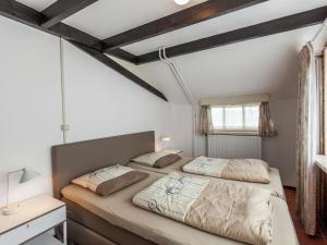 Een bed of bedden in een kamer bij Cozy Holiday Home in Oisterwijk with Swimming Pool