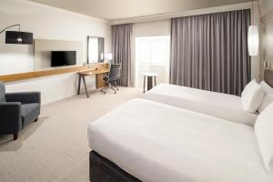 A bed or beds in a room at Crowne Plaza Solihull, an IHG Hotel