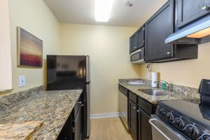 A kitchen or kitchenette at Extended Stay America Suites - Atlanta - Norcross
