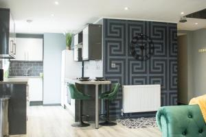 A kitchen or kitchenette at The Countryman Hideaway - Funky Loft Room