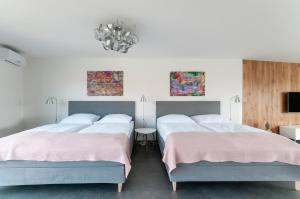 A bed or beds in a room at VV hotel & apartments