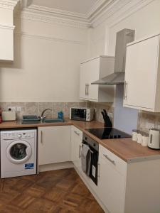 A kitchen or kitchenette at Rugby Supreme Apartment Suite close to Hospital