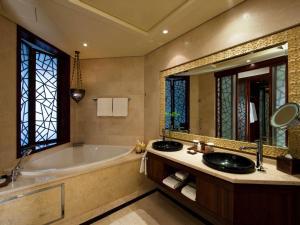 A bathroom at Raffles Dubai