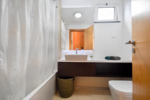 A bathroom at Vanda's Sea View Apartment