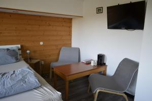 A television and/or entertainment center at Sunrise B&B Hellenthal