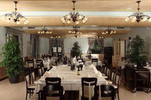 Een restaurant of ander eetgelegenheid bij Hotel Malovec