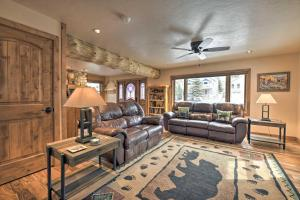 A seating area at Updated Mtn Home with Deck on Uncompahgre River