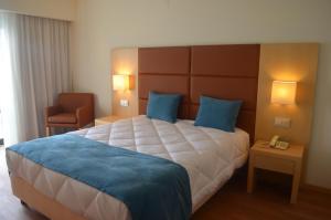 Uma cama ou camas num quarto em Hotel Atlantida Sol