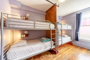 A bunk bed or bunk beds in a room at Samesun Vancouver