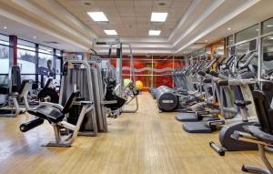 The fitness centre and/or fitness facilities at DoubleTree by Hilton Edinburgh Airport