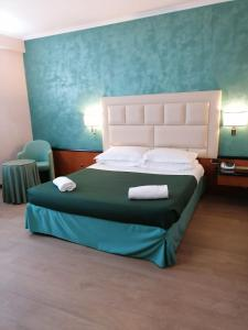 A bed or beds in a room at Hotel Principe