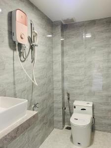 A bathroom at MISS HOSTEL CẦN THƠ