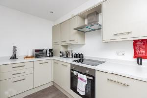 A kitchen or kitchenette at Hideaway Apartment
