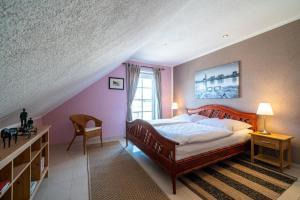 Ein Bett oder Betten in einem Zimmer der Unterkunft FeWo Kunstquartier