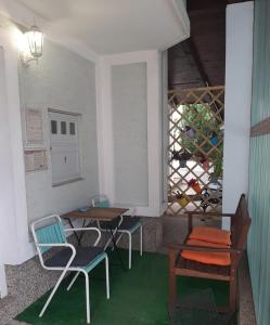A seating area at Apartment & Rooms Miboti