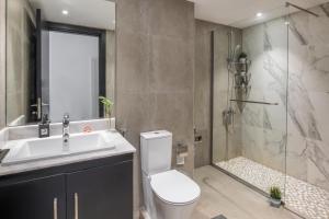 Um banheiro em استيديو اكاسيا Acacia Studio