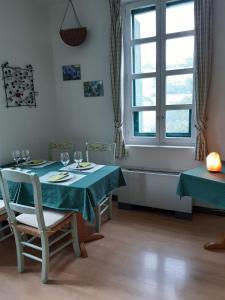 Un restaurante o sitio para comer en Posada Sarigarri