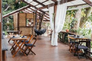 A restaurant or other place to eat at Bonito Paraiso Ilha Grande
