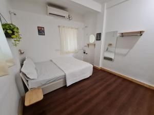 A bed or beds in a room at HOSHTEL99 - STAY, COWORK & CAFE - A Backpacker Hostel
