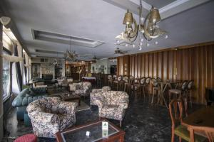 The lounge or bar area at Vienni