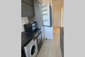 A kitchen or kitchenette at 300 m to Metro: 5 min airport/12 min Copenhagen C