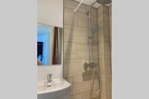A bathroom at 300 m to Metro: 5 min airport/12 min Copenhagen C