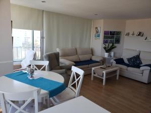 A seating area at Apartamento Urbanova