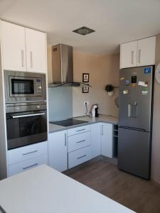 A kitchen or kitchenette at Apartamento Urbanova