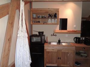 Een keuken of kitchenette bij B&B De BonAparte