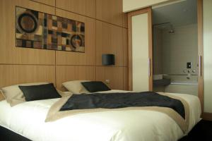 A bed or beds in a room at Hotel Spa Le Pasino