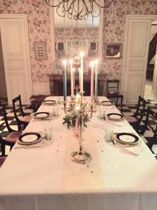 Restaurant ou autre lieu de restauration dans l'établissement Ô saisons, ô châteaux