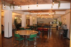 A restaurant or other place to eat at Bath YMCA Hostel