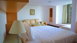 A bed or beds in a room at Holiday Inn Morelia, an IHG Hotel