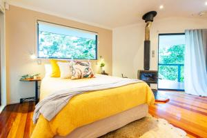 A bed or beds in a room at Lovestone Cottages