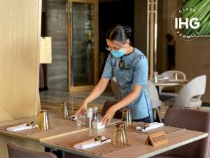 A restaurant or other place to eat at InterContinental Nha Trang, an IHG Hotel