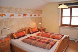 A bed or beds in a room at Haus Eckwiesen