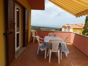 "A balcony or terrace at Casa vacanze ""La Caldosa"""