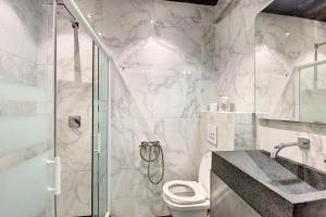A bathroom at Lovely Apartment at la Joliette