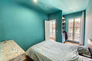 A bed or beds in a room at Lovely Apartment at la Joliette