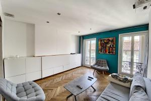 A seating area at Lovely Apartment at la Joliette