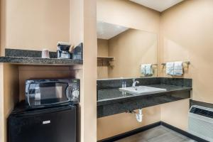 A bathroom at Americas Best Value Inn - Ukiah