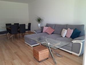 A seating area at Mon petit Paradis, Cassis centre Apt 90 m2, 200 m Mer, terr plein sud, clim park privé