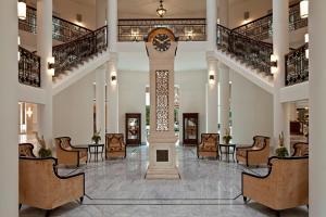 The lobby or reception area at Waldorf Astoria Jerusalem