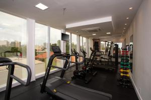 The fitness centre and/or fitness facilities at Flix Hotel