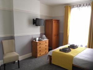 A bed or beds in a room at Southern Comfort Guest House